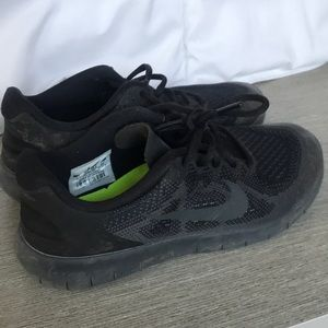 Black Nike Free Runs